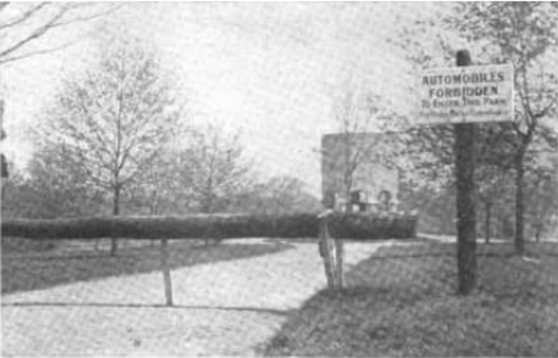 Barrier blocking vehicles from entering Institute park 1908